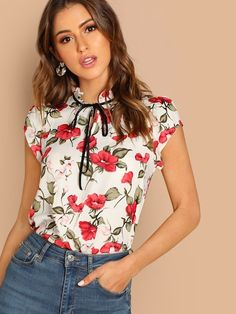 To find out about the Tie Neck Frill Trim Floral Top at SHEIN, part of our latest Blouses ready to shop online today! Frill Blouse, Tie Neck Blouse, Floral Tops, Moda Chic, Trends, Summer Shirts, Pulls, No Frills, Cap Sleeves