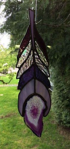 Stained glass purple agat – Quilling Deco Home Trends - Cool Glass Art Designs Stained Glass Suncatchers, Stained Glass Lamps, Stained Glass Designs, Sea Glass Art, Glass Wall Art, Stained Glass Projects, Stained Glass Patterns, Stained Glass Windows, Mosaic Glass