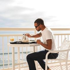 Most important meal of the day. 🍳 🔆 📷: Source by vacation outfits florida Florida Hotels, Florida Vacation, Beach Hotels, Florida Beaches, Beach Resorts, Florida Fl, Beach Vacations, Family Vacations, Restaurant On The Beach