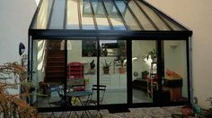 Une véranda en toute simplicité // http://www.deco.fr/diaporama/photo-la-veranda-version-contemporaine-55112/veranda-e-776584/