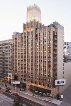 The ACE Hotel inhabits the landmark United Artists Theater and office tower, built in 1927. The tower houses the 182 guestrooms, suites and the rooftop bar and pool deck.