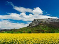 Paisajes de #Navarra. Monte Berian, Sakana. --> http://www.turismo.navarra.es/esp/organice-viaje/recurso/Patrimonio/5041/Comarca-de-la-Sakana.htm (Foto: Juan Joxe Agirre)