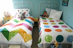 ooohhh - cute zig zag quilt. That would be pretty simple, I think...