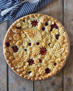 Can's get enough of @karinpfeiffboschek pies   Décor Aid  