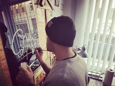Make signs😊 by Sign Atelier Leipzig GER. #vintagetype #alwayshandpaint #SignPainter #Lettering #handpainted #handlettering #signporn #Schildermaler #Schrift #Schriftenmaler #madeinleipzig...