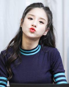 Kpop Girl Groups, Korean Girl Groups, Kpop Girls, Rapper, Singing In The Rain, Olivia Hye, I Love Girls, Pretty Girls, Social Platform