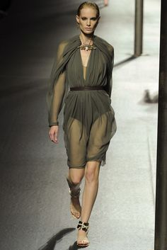 Lanvin Spring 2011 Ready-to-Wear Fashion Show - Iris Strubegger