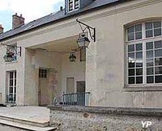 Hôtel des Menus Plaisirs - centre de Musique Baroque. - 10) MENUS PLAISIRS: Après la Restauration, les Menus Plaisirs reparurent, mais bien déchus de leur ancienne splendeur, avant d'être définitivement emportés par la Révolution de 1830. Les 3 derniers intendants des Menus-Plaisirs, fonctionnaires placés sous les ordres immédiats du ministre de la Maison du roi, furent: papillon de la Ferté, qui occupa cette charge pendant les dernières année du règne de Louis XVI et périt sur l'échafaud…