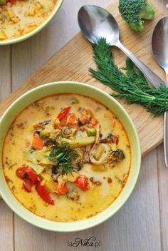 Rozgrzewająca zupa z kurczakiem, brokułem, papryką i groszkiem 4