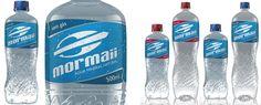 Esta foi a primeira encomenda da Mormaii para entrar no mercado de bebidas. Projetamos as garrafas de 500ml e 1.5L e os rótulos da linha de água mineral buscando elementos de associação com a marca Mormaii com apelo esportivo e relacionados com o mundo surf.