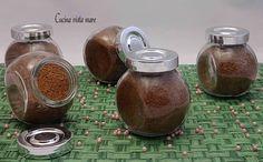Lo zucchero al cioccolato è ottimo per aromatizzare il caffè e confezionato in piccoli barattoli è un'idea regalo o un originale segnaposto!