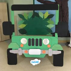 🍃🚙 Rainforest Jeep Photo Booth 📸🍃 Mike created this amazing photobooth Rainforest Classroom, Jungle Theme Classroom, Rainforest Theme, Classroom Themes, Deco Jungle, Jungle Party, Safari Party, Jungle Theme Parties, Jungle Safari