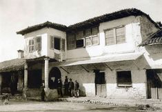Άρτα 1917, το Χάνι του Μιχάλη Mansions, House Styles, Home Decor, Manor Houses, Villas, Fancy Houses, Interior Design, Home Interiors, Decoration Home