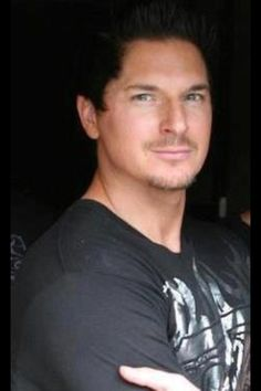 It took a while, but I now accept Zak's new facial hair...it's Zak...what is there not to love about him! He's hot no matter what!!! ;)