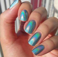 FNUG:  Futuristica ... a holographic nail polish