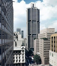 The Standard Bank building, Built from the top down. After the central core was build, the floors were suspended from 3 cantilevered arms. Johannesburg Skyline, News South Africa, Banks Building, Slums, Built Environment, Contemporary Architecture, Aerial View, Live, Landscape Photography