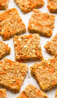 Healthy Carrot Cake Granola Bar Bites – this recipe is SO easy & good! Perfect for breakfasts & snacks! easy clean eating granola bars for kids. Vegetarian Snacks, Healthy Snacks For Kids, Healthy Sweets, Easy Snacks, Healthy Baking, Healthy Recipes, Healthy Breakfasts, Low Calorie Granola, Healthy Carrot Cakes
