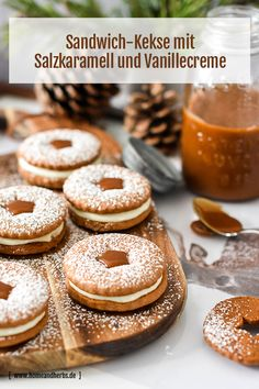 Gingerbread biscuits with vanilla liqueur cream and salt caramel - Home and Herbs - Would you like to pamper yourself and your loved ones with delicious biscuit sandwiches? Cheesecake Recipes, Cookie Recipes, Snack Recipes, Dessert Recipes, Baking Recipes, Biscuit Sandwich, Sandwich Bar, Sandwiches, Herb Recipes