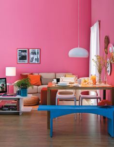 Young and girlie. Decor by visual editor Zizi Carderari and visual reporter Tatiana Guardian.