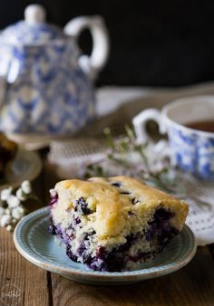 Perfect Gluten Free Blueberry Cake, it's super easy to make from scratch and a real treat for breakfast! It's dairy free too and you can freeze the leftover cake for later. by carmen Easy Gluten Free Desserts, Gluten Free Dinner, Gluten Free Breakfasts, Gluten Free Cakes, Foods With Gluten, Gluten Free Cooking, Dairy Free Recipes, Gf Recipes, Baking Recipes