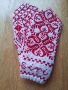 Siri mittens by Hege Flåt. Sweater Mittens, Sweaters, Siri, Knits, Needlework, Knitting, Breien, Embroidery, Dressmaking