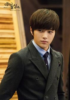 INFINITE's L suits up in still cuts for 'Cunning Single Lady' | allkpop.com