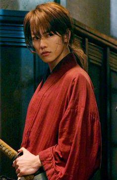 佐藤健 (Takeru Satō) a Japanese actor, as a role of Himura Kenshin. Japanese Drama, Japanese Men, Japanese Models, Rurouni Kenshin Movie, Kenshin Le Vagabond, Takeru Sato, K Pop, Girls Anime, Saitama