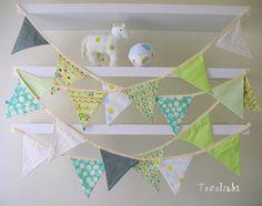 Bandeirinhas de tecido - verdes! by Tecelinha *, via Flickr