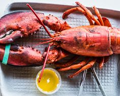 Buy perky, energetic lobsters; they should be active and extend their claws upwards when lifted.