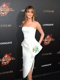 Jennifer Lawrence wore Jimmy Choo hot pink heels with her Dior autumn/winter white bustier dress to a Cannes Film Festival press conference for The Hunger Games: Catching Fire. Le Style Jennifer Lawrence, Jennifer Lawrence Hunger Games, Jenifer Lawrence, White Bustier, Bustier Dress, White Dress, Christian Dior, Jimmy Choo, Hollywood Heroines