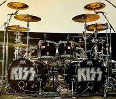 Eric Singer Drum Kit!! Double Bass Drum Set, Los Kiss, Girl Drummer, Kiss Music, Pearl Drums, Drum Heads, Vintage Drums, Metal Drum, Drumline