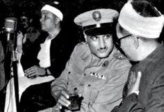 الرئيس جمال عبد الناصر يجلس بين الشيخ احمد حسن الباقوري و الشيخ مصطفي اسماعيل