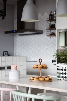 The elements that make up a Scandinavian style apartment are varied and dynamic. The end result is usually an energetic home that meshes a variety of different
