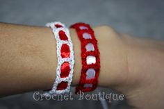 Mărțișoare croșetate: brățări și broșe Crochet Bracelet, Beaded Bracelets, Crochet Jewellery, Crochet Gloves Pattern, Shoulder Necklace, Celebration Quotes, Jewelry Patterns, Diy And Crafts, Knitting