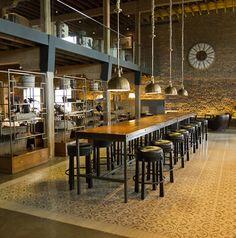 THE SINGULAR, PATAGONIA / salle de restauration bois et métal