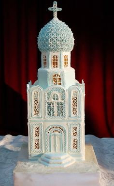 ☆gingerbread church, omg, this is so beautiful Easy Gingerbread House, Gingerbread Castle, Gingerbread House Designs, Gingerbread Cookies, Christmas Baking, Christmas Cookies, Chocolates, Candy Factory, Candy House