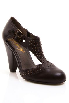 Gomax Hugs n kisses Cut-Out Pump in Dark Brown - Beyond the Rack