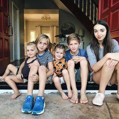 Emma, Finn, Mila, Charlie and Kaitlin Asian Kids, Asian Child, Barefoot Kids, Relationship Goals Pictures, Boy Models, Black Barbie, Twin Girls, Poses, Family Goals