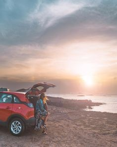 """BEAUTIFUL SUNSETS & ADVENTUROUS ROADTRIPS ARE THE PERFECT COMBINATION 🌅✨👣 ➳ We rented a """"all-in car"""" through @sunny_cars_autoverhuur for…"""