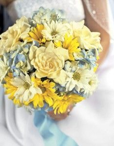 Floral Wedding Bouquet Gardenias, blue hydrangeas, and yellow and white daisies. This is really pretty. It has all of the colors. It's not in your face bright. Hydrangea Bouquet Wedding, Yellow Wedding Flowers, White Flowers, Floral Wedding, Wedding Bouquets, Trendy Wedding, Yellow Weddings, Bridal Flowers, Bridesmaid Bouquet