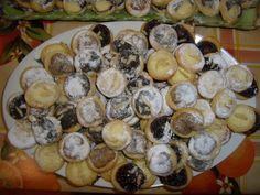 Dobré svatební koláčky recept   Vaření.cz Ravioli, Stuffed Mushrooms, Vegetables, Food, Stuff Mushrooms, Essen, Vegetable Recipes, Meals, Yemek
