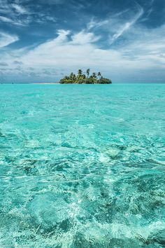 An Island, Maldives  by (nhilmy)