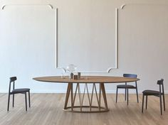 Acheter en ligne Acco | table en bois By miniforms, table ovale en bois design Florian Schmid, Collection acco