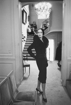 Dior, Autumn 1954. Photo: Mark Shaw (Andrew Wilder Gallery).
