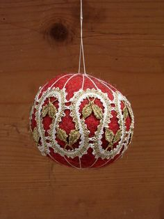 Felt Christmas ball with bobbin lace Hairpin Lace Crochet, Crochet Motif, Crochet Edgings, Crochet Shawl, Bobbin Lace Patterns, Bead Loom Patterns, Felt Christmas, Christmas Balls, Diy Adornos