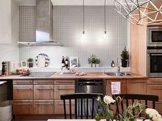 lovin on this scandi kitchen Kitchen Dinning Room, Old Kitchen, Kitchen Pantry, Kitchen Art, Nice Kitchen, Dinner Room, Gothenburg, Blog Deco, Cuisines Design