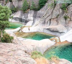 Lacs, rivières, torrents, cascades, gouffres, ravines, piscines naturelles... L'Anglais Daniel Start a recensé les plus beaux spots de baignade sauvage en France.