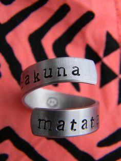 Hakuna Matata spiral 3 twist ring 1/4 inch par LindaMunequita, $10,00