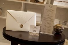 Convite de casamento e papelaria personalizada.