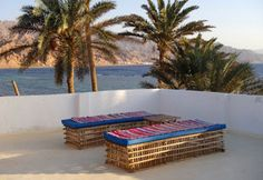 Reef View apartment directly on the beach of Assalah, with private roof terrace
